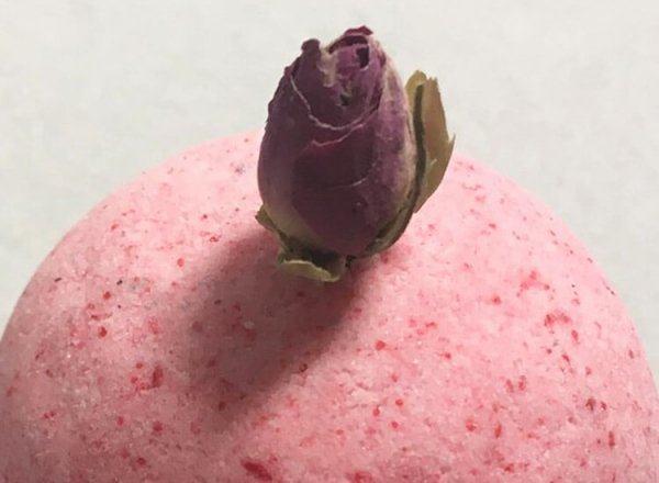 Rose Bath Bomb with Petals Zoom