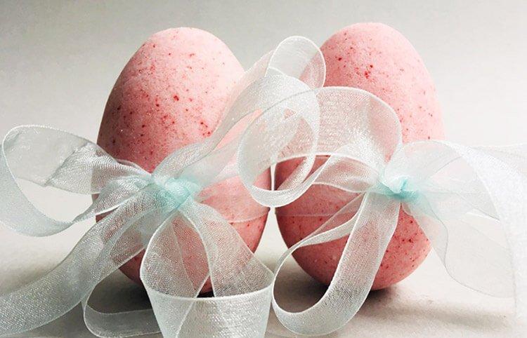 Magnolia Easter Egg Bath Bombs
